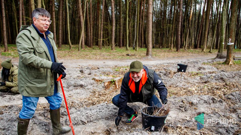 Квартал 97. Волинські віпи садили ліс для «правильного озеленення країни». ФОТОРЕПОРТАЖ