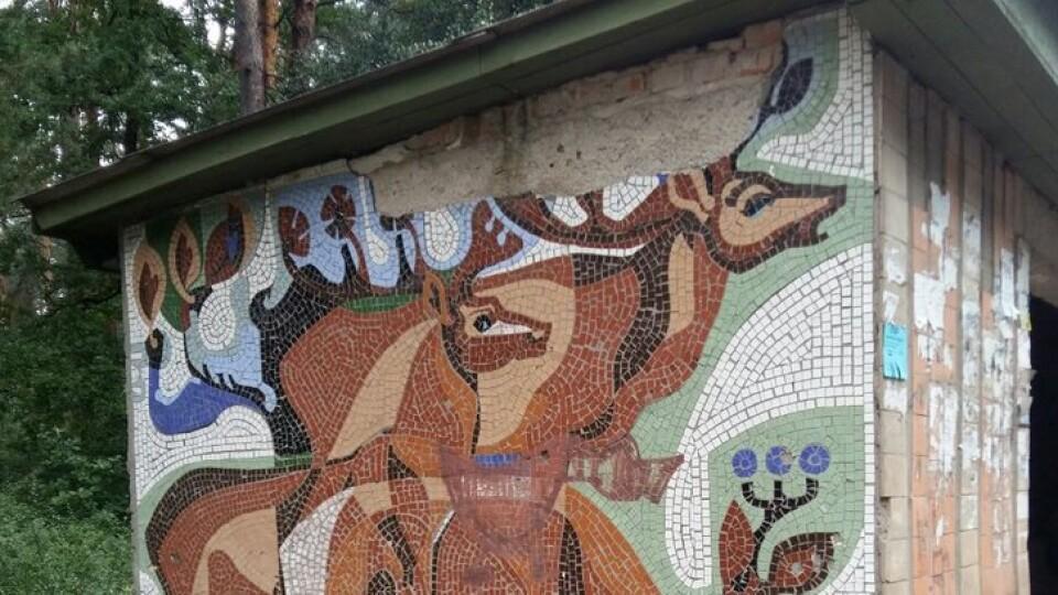 На Волині одну зупинку з авторською мозаїкою відреставрують, дві інші – демонтують