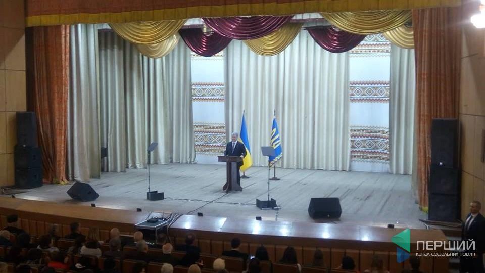 Волинь - перша в Україні за створенням громад, - Порошенко