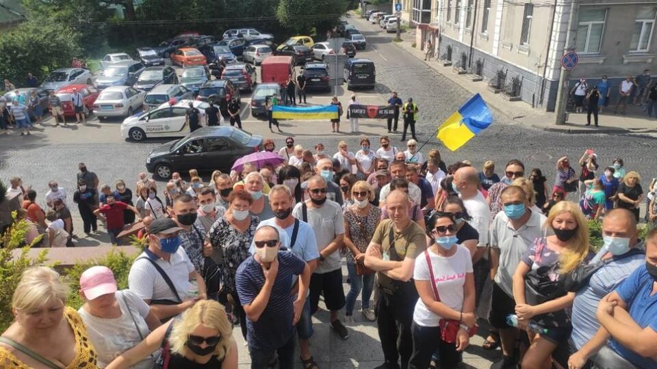 Акція протесту у Луцькраді. Атовці вимагають звільнити Пустовіта і Сиротинську