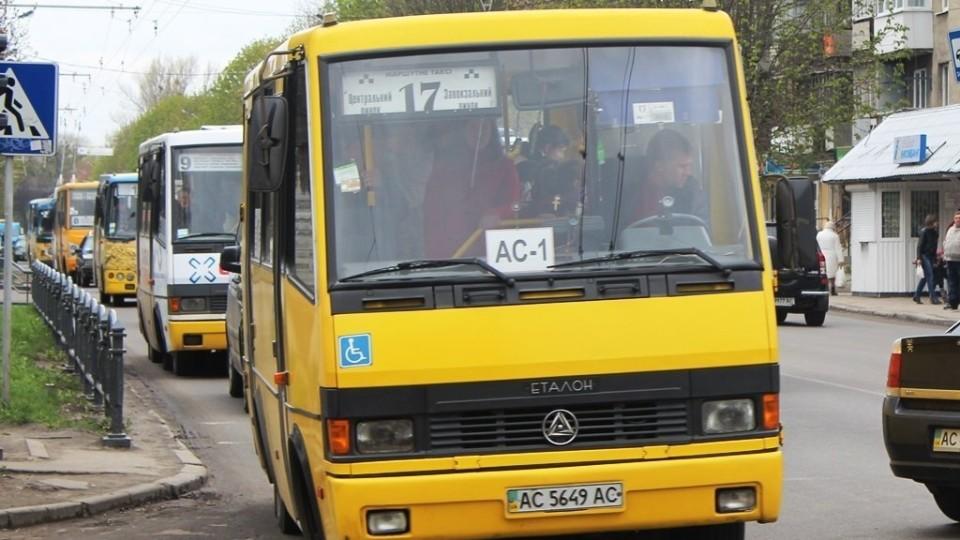 Не можна доїхати на роботу і до школи: у Луцьку просять додаткову маршрутку по Відродження