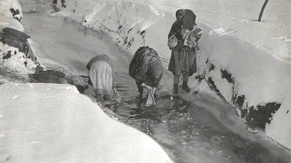 Зима на Волині 100 років тому: прання у річці і водяний млин. ЗГАДАТИ ВСЕ