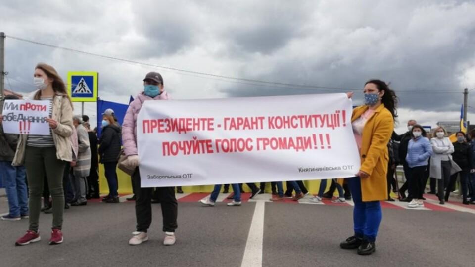 Мешканці Заборольської ОТГ перекрили дорогу. Протестують проти приєднання до Луцька