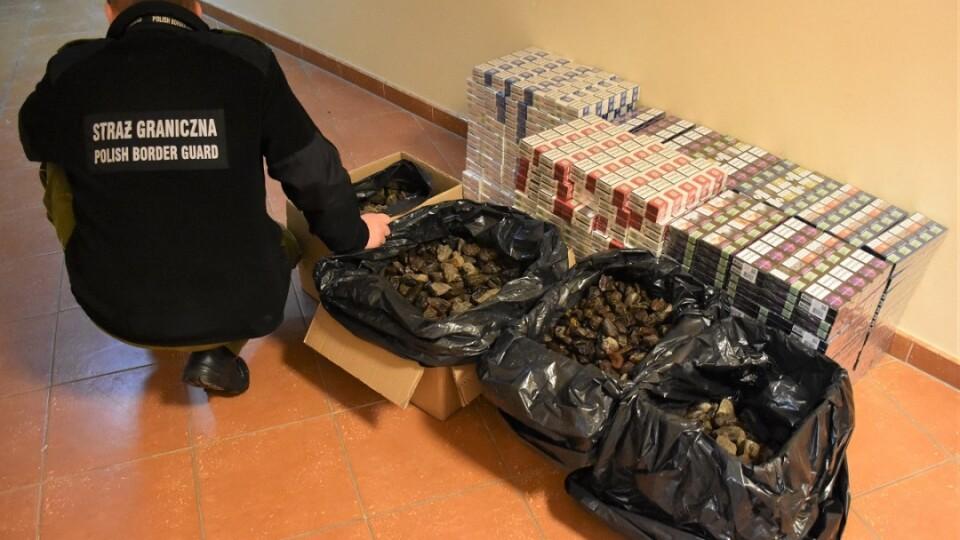 На кордоні з Польщею затримали контрабанду бурштину на 50 тисяч євро