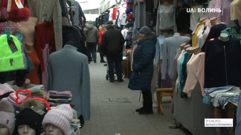 «На бізнесі можна ставити хрест». Підприємці Старого ринку збирають підписи проти переселення