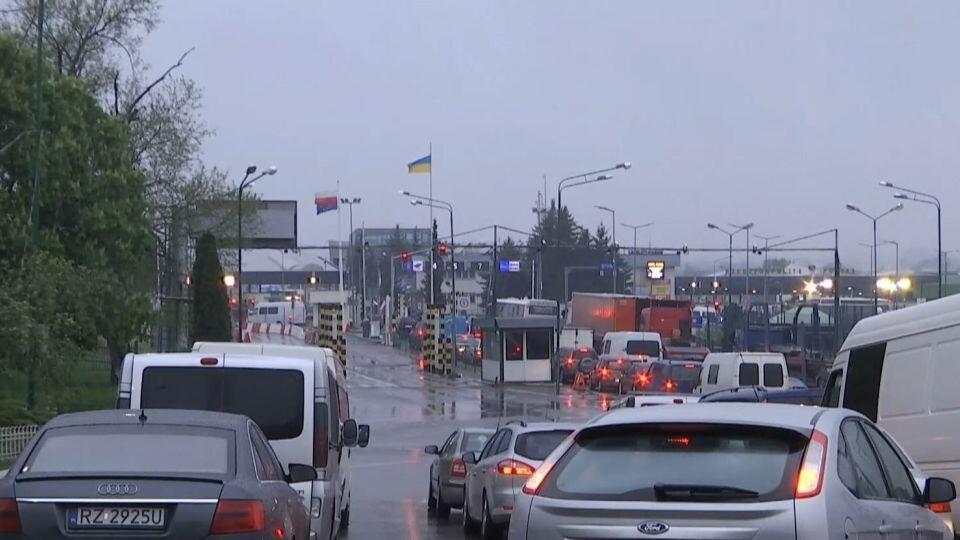На кордоні з Польщею у чергах застрягли сотні машин