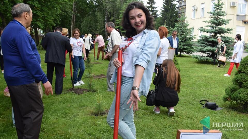 У Луцьку люди з донорськими органами висадили алею. Фоторепортаж