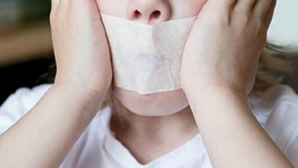 Скандал зі скотчем: закрили кримінальне провадження щодо виховательки дитсадка