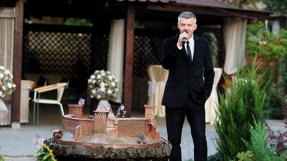 Шоумен Сергій Скулинець вітає жінок зі святом