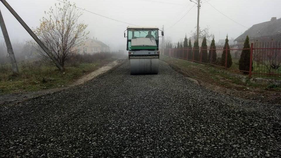 У Рокинях під Луцьком ремонтують дорогу за 1,5 мільйона. ФОТО