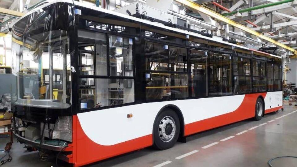 Показали, як на заводі «Богдан Моторс» складають тролейбуси для Луцька