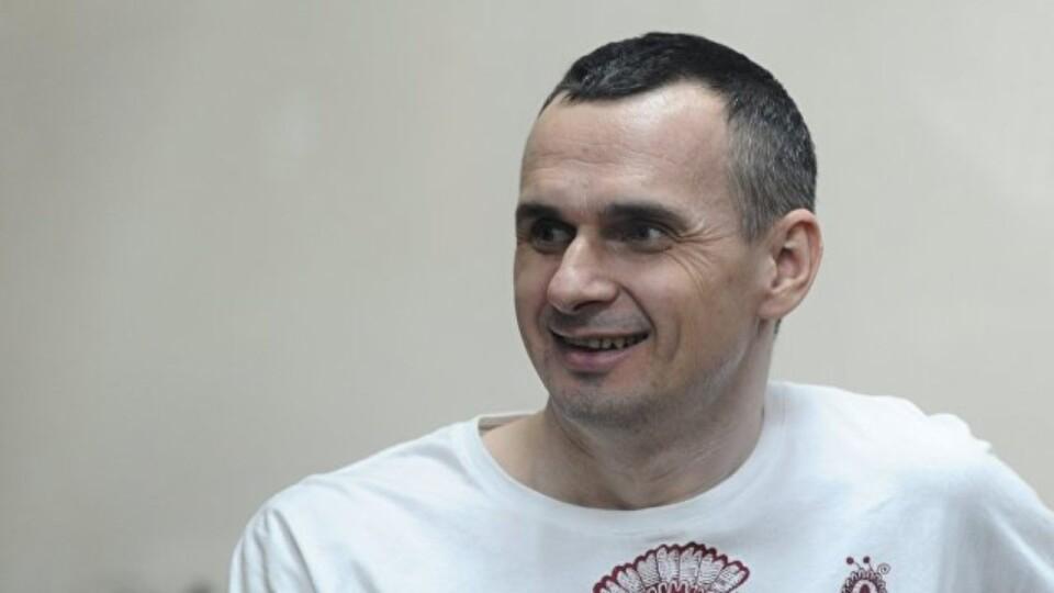 Сенцов і 34 політв'язні повернулись в Україну
