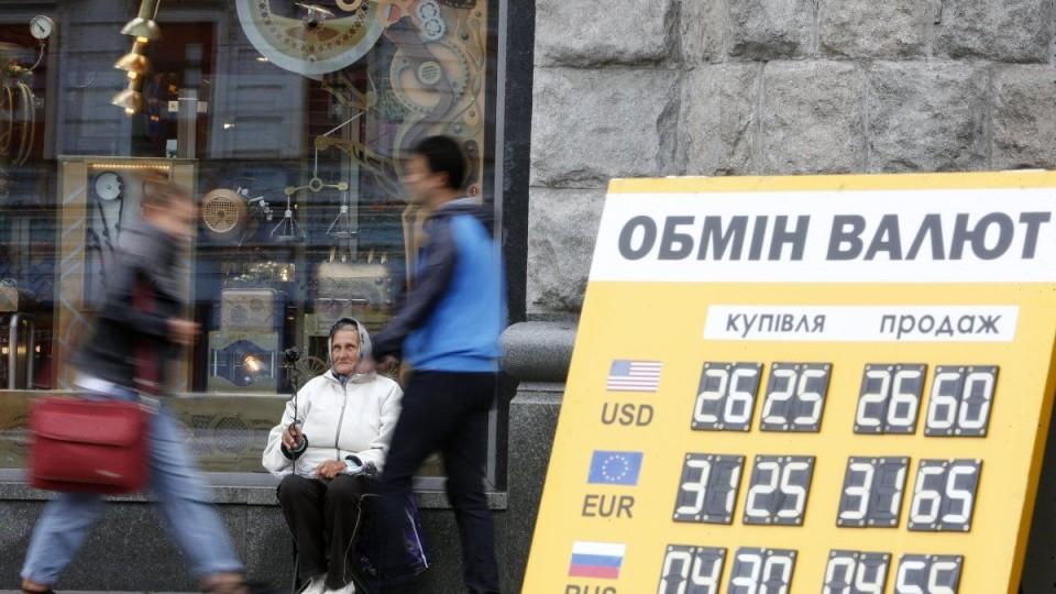 Гривня втратила одну копійку: курс валют в пунктах обміну Луцька на 25 лютого
