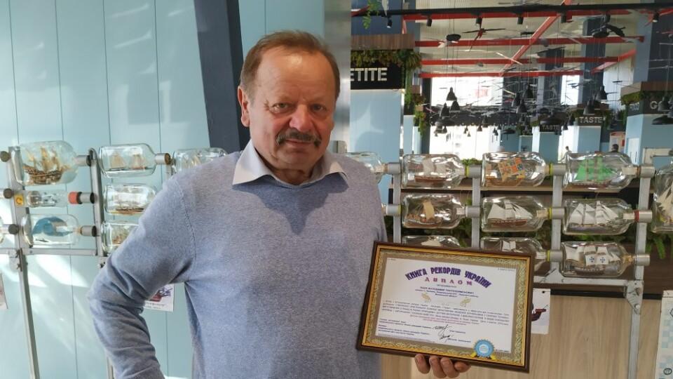 Волинянин встановив рекорд України із виготовлення мініатюрних вітрильників