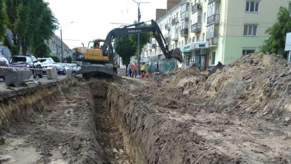 На проспекті Волі у Луцьку знайшли стару каналізацію