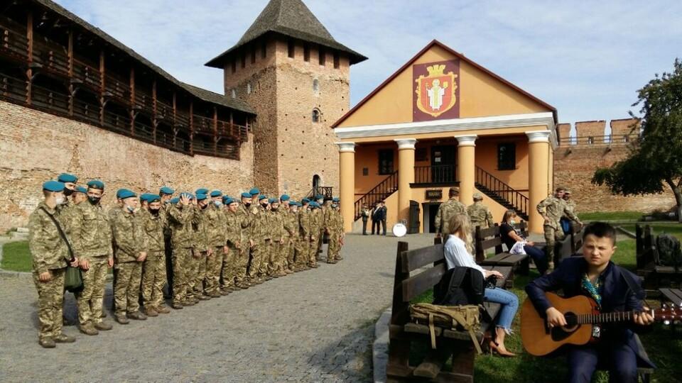 Як у Луцькому замку вручали орден «Народний герой України»