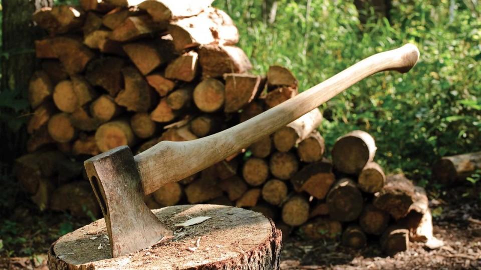 Лучанин змайстрував авто, яке їздить на дровах. ФОТО. ВІДЕО