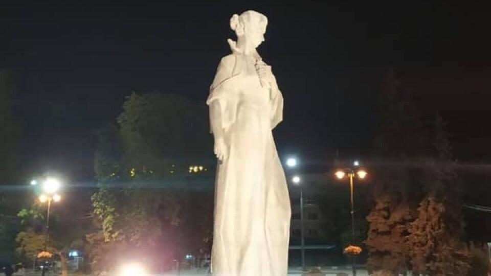 У Луцьку підсвітили пам'ятники. Фото
