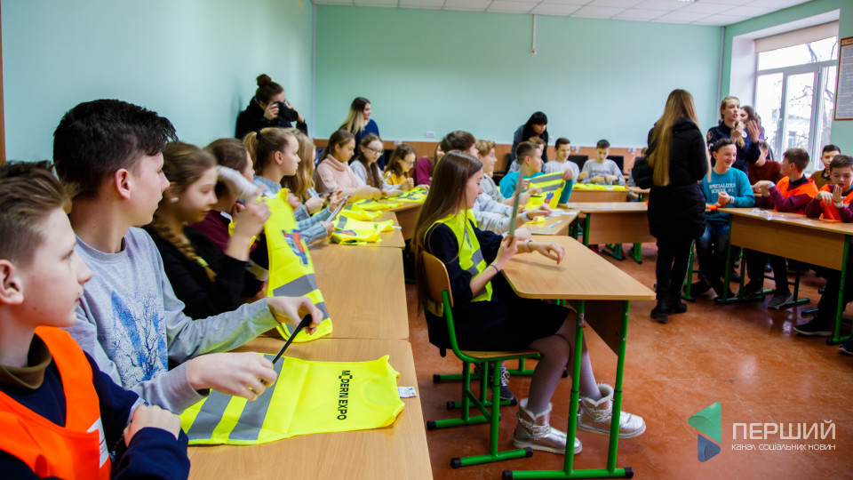 «Світлодіти» у Луцьку: школярі отримали подарунки, які рятують життя. ФОТО