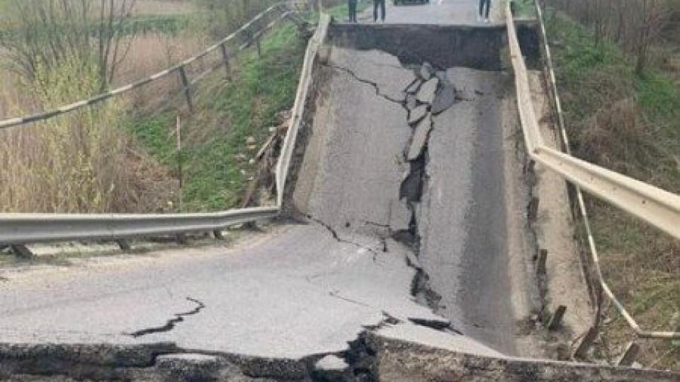 Обвал мосту на трасі Луцьк-Львів: як об'їхати та чому він «втомився»