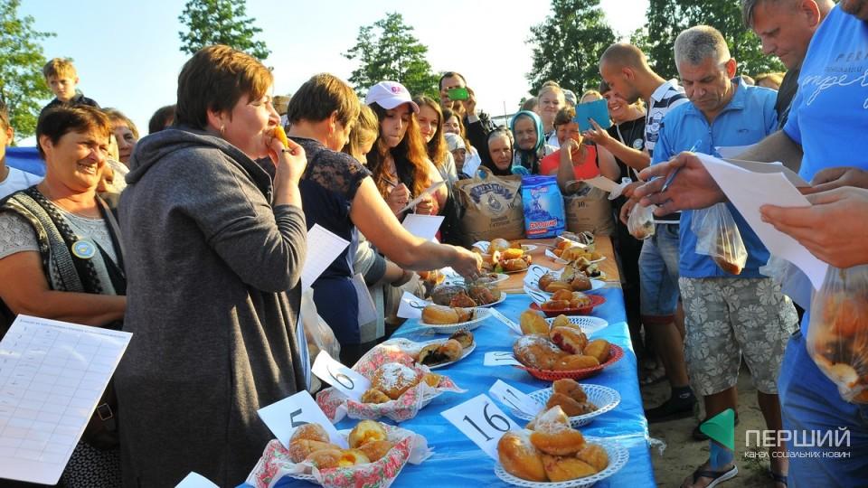 Фестиваль пончиків на Світязі: як це було. ФОТО