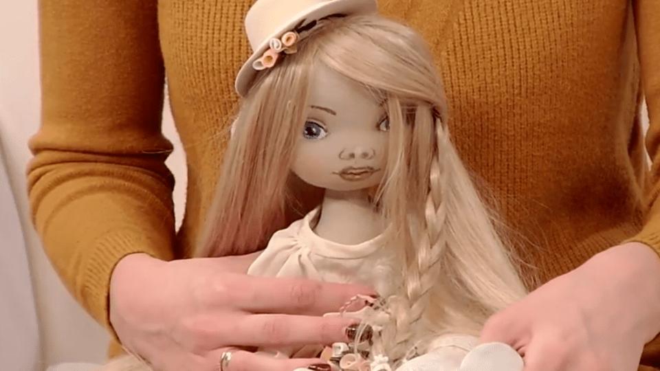 «Мої ляльки вже поїхали у різні країни». Луцька майстриня розповіла про своє хобі, яке стало роботою