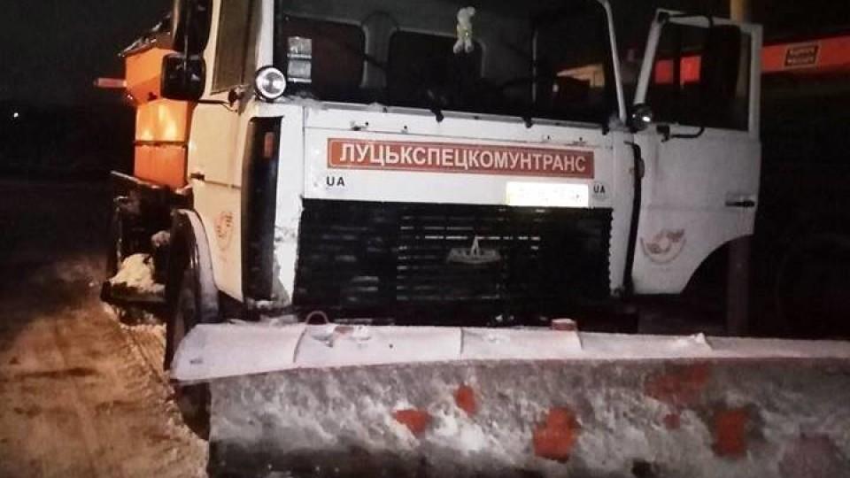 Дороги у Луцьку обіцяють чистити від снігу усю ніч