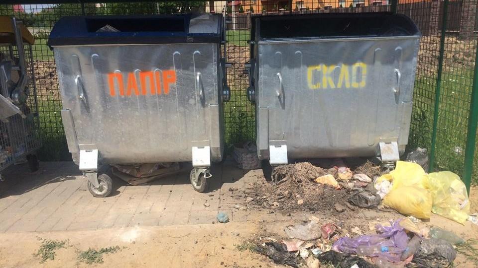 «Коли «смітник» у душі». У селі біля Луцька чоловік не за призначенням використав контейнер для скла
