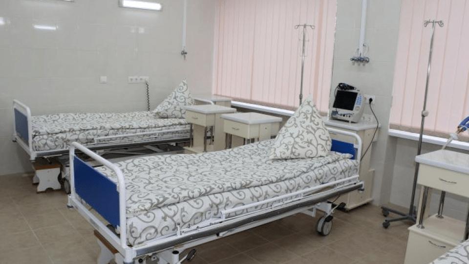 У ковідному шпиталі в Боголюбах закінчуються вільні ліжка. 45% пацієнтів – у важкому стані