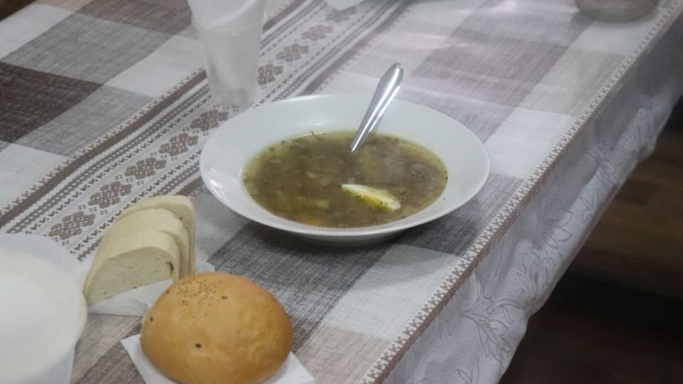 У Володимирі-Волинському нужденних почали годувати гарячими обідами. ФОТО