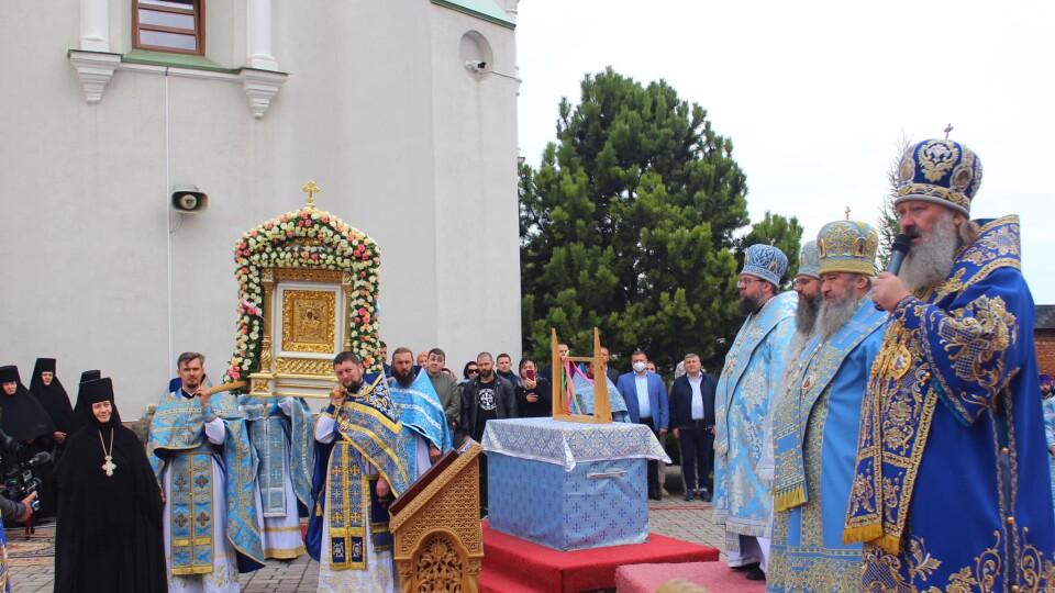 У Зимному молилися намісник Києво-Печерської лаври та голова Волинської ОДА