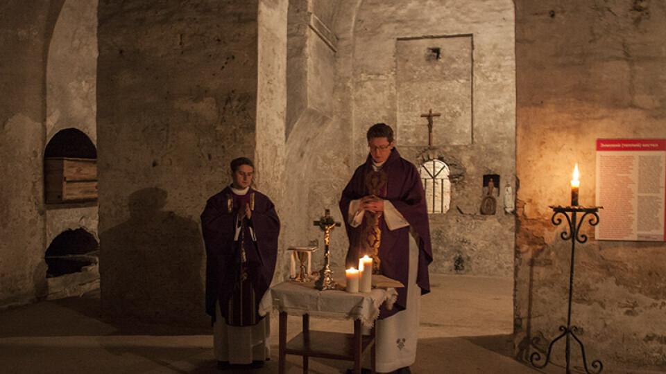 У підземеллях луцького костелу вперше за багато років відправили богослужіння