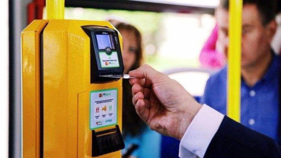 «Вимагаємо альтернативу». Лучани хочуть, щоб оплачувати проїзд можна було ще й банківськими картками