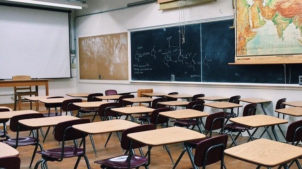 Нема кому проводити дистанційні уроки, бо вчителі хворі, – мер Володимира про ситуацію у школах
