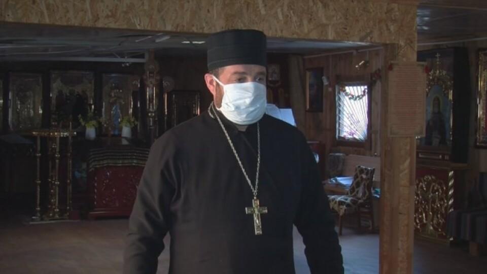 «Передова тепер – на Волині». Луцький капелан розвозить продукти пенсіонерам