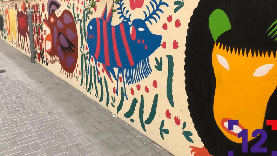 Біля луцької мерії на стіні малюють «дивних» звірів