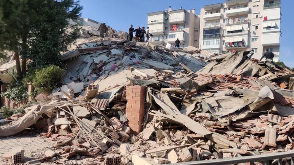 Туреччину та Грецію сколихнув сильний землетрус. Під завалами шукають людей