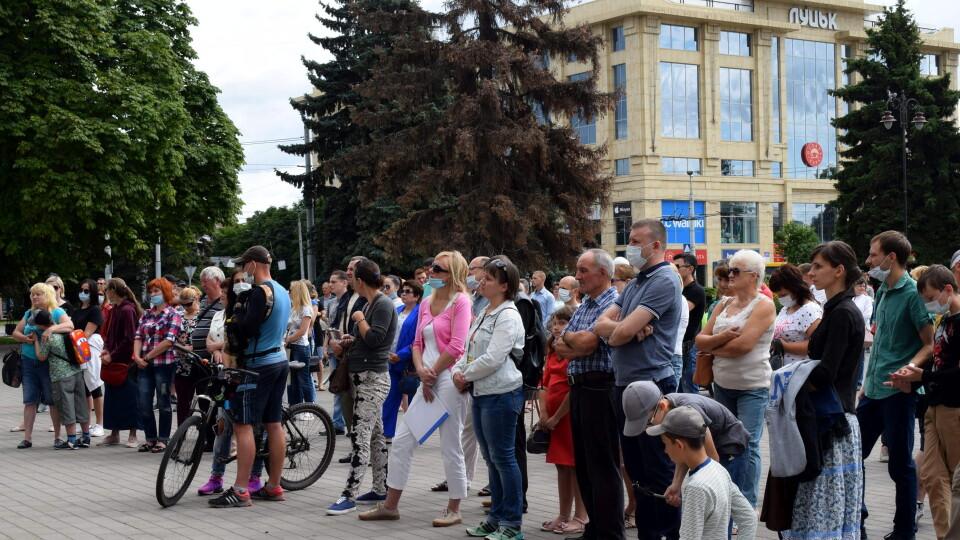 На мітинг проти смороду зібралося 200 лучан. Про що домовились?