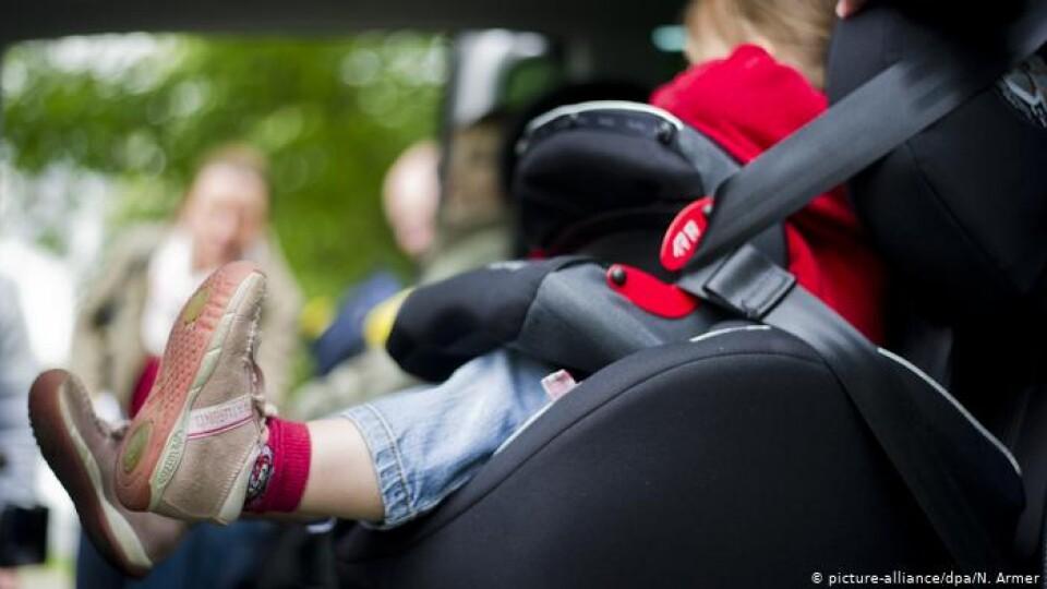 Які штрафи за перевезення дітей без автокрісла в Україні і Європі?