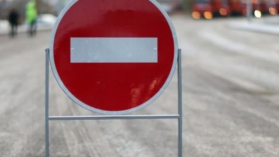 У Луцьку перекрили рух вулицею Карпенка-Карого. Будуть ремонтувати колії