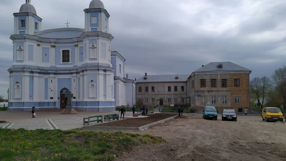 У Володимирі  взялися за недобудовану парковку, бо приїде Епіфаній