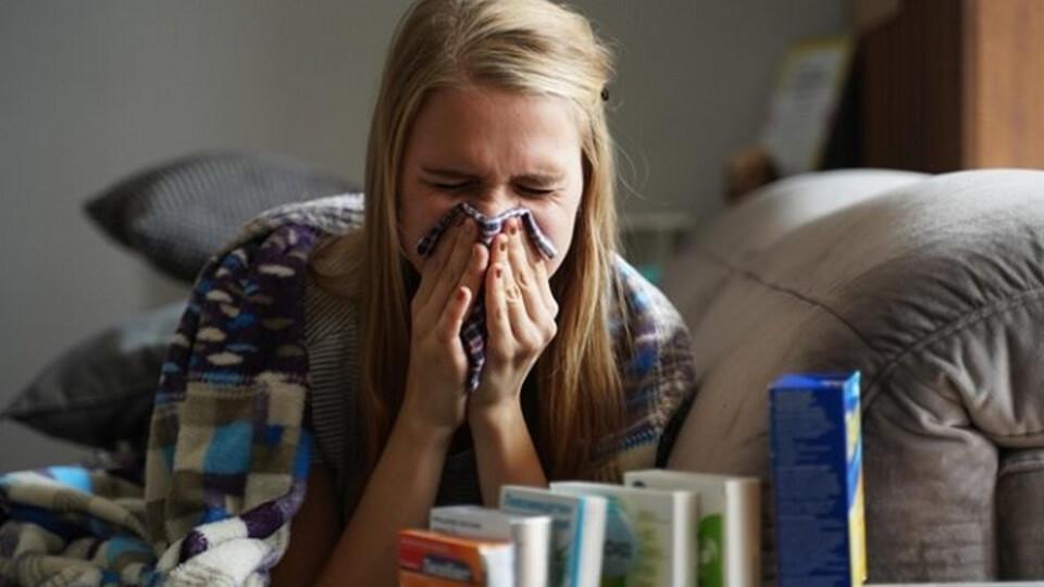 Потрібно дозволити молодим людям заразитися коронавірусом, – науковець