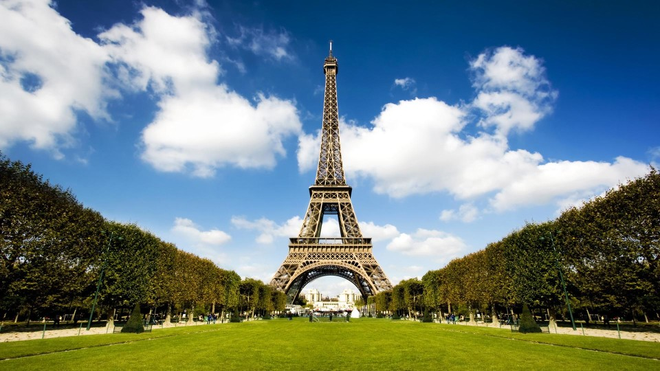 Частину Ейфелевої вежі виставлять на продаж