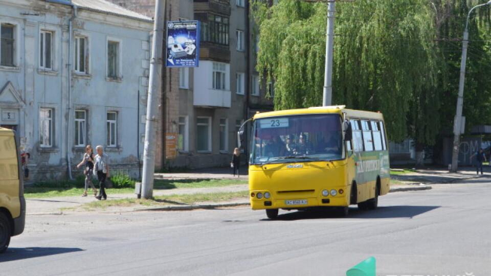 У луцьких маршрутках і тролейбусах можна розрахуватись банківськими картками