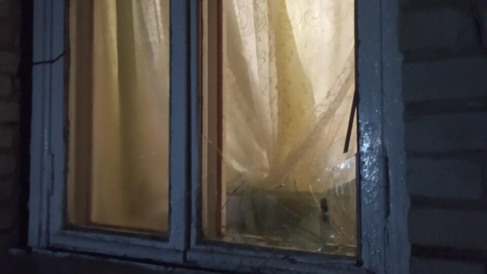 У селі на Волині будинок священника вночі залили гноївкою та побили вікна