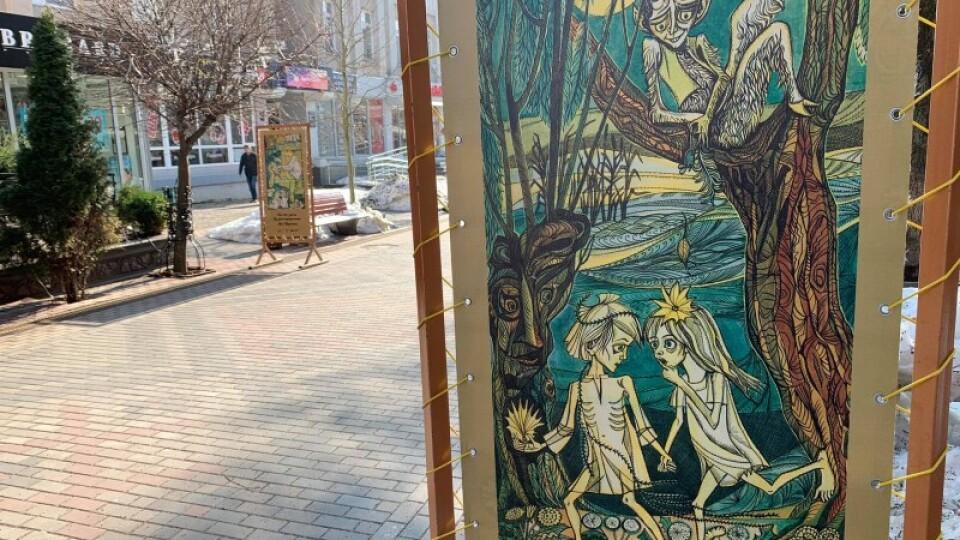 У центрі Луцька встановили галерею ілюстрацій до «Лісової пісні» Лесі Українки