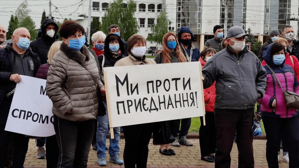 Під Волинською ОДА влаштували мітинг. Дві громади не хочуть приєднуватись до Луцька