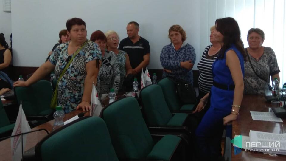 «Всіх впускати, нікого не випускати»: у Луцькраді скандал через ринок «Привіз»