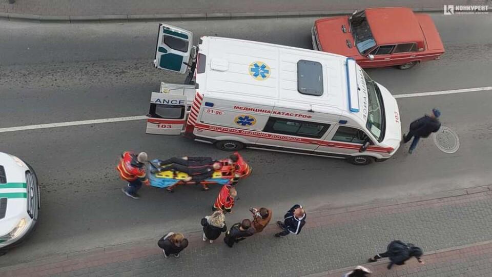 У центрі Луцька на переході бус інкасаторів збив дитину. Відео