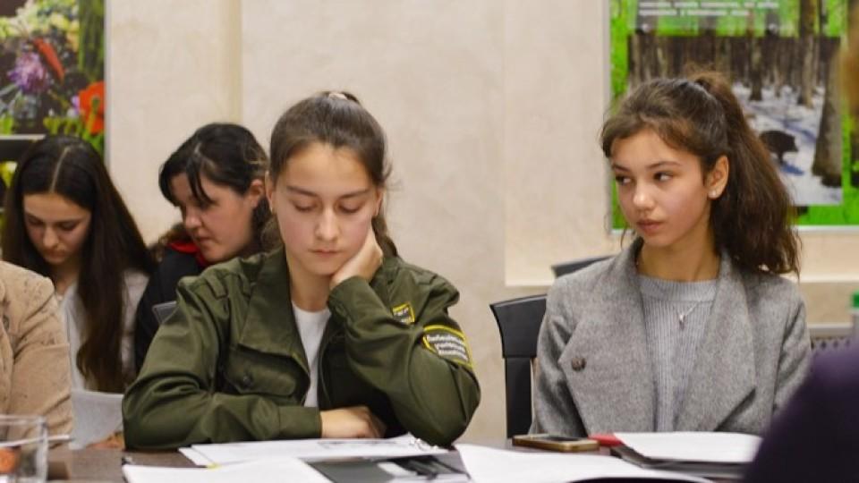 Робота з безпілотниками  та збільшення кількості бобрів:  юні волиняни презентували «лісові» проекти